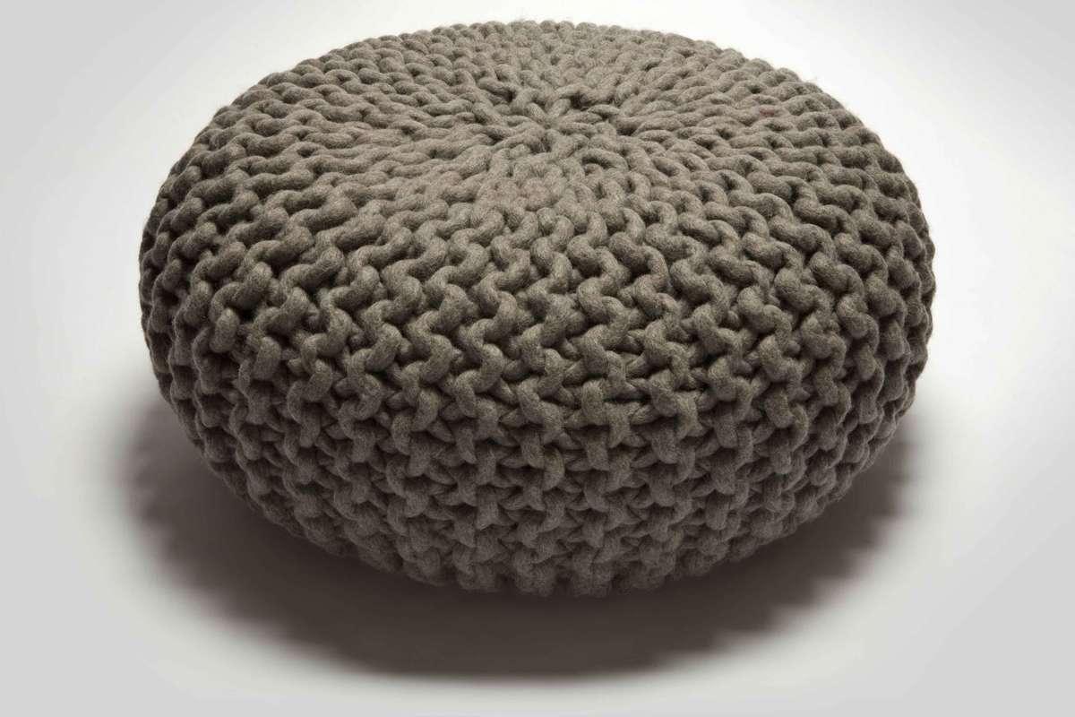 pouf grau cool pouf grau with pouf grau finest. Black Bedroom Furniture Sets. Home Design Ideas